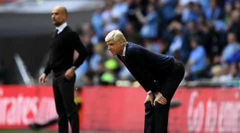 Arsene Wenger khang dinh chang the do duoc ve tien voi Man City.