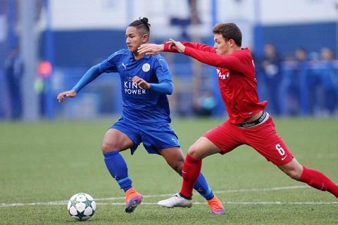 Faiq Bolkiah trong mau ao Leicester
