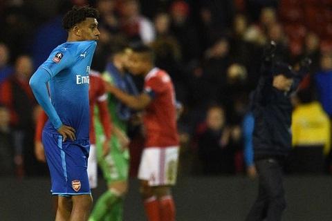 Tiec tung thau dem, sao Arsenal chuan bi doi mat con thinh no cua Wenger hinh anh