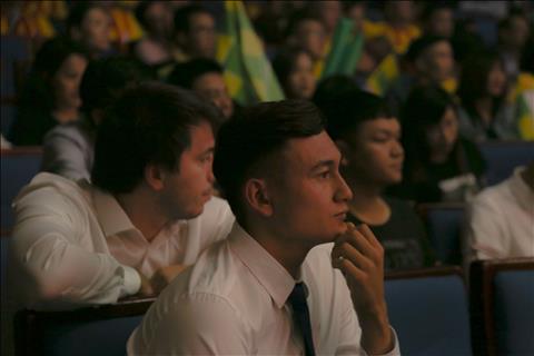 Khac voi nhieu cau thu co mat trong buoi Gala, Dang Van Lam hiem khi no nu cuoi.