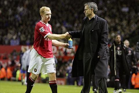 Scholes chỉ trích M.U và Mourinho hết thời