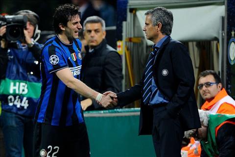 Tiền đạo Diego Milito nói về HLV Jose Mourinho và Marcelo Bielsa hình ảnh