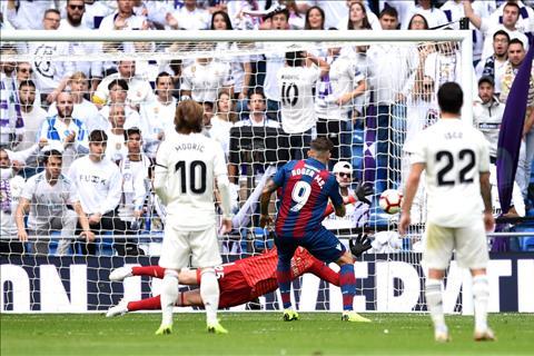 Roger Marti Levante ghi ban thu 2 truoc Real