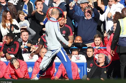 HLV Jose Mourinho nổi điên trong trận hòa Chelsea