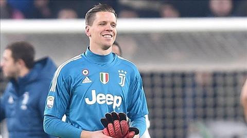 Szczesny noi ve tran MU vs Juventus