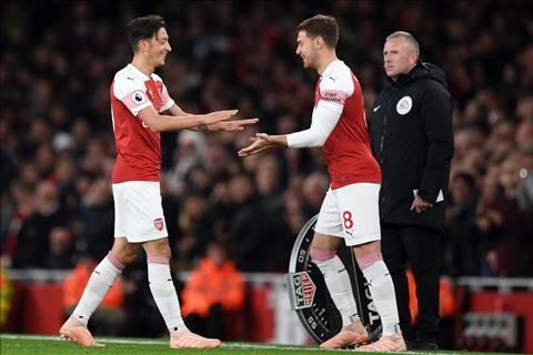 Ozil thay the hoan hao Ramsey