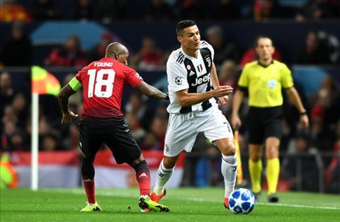 Ashley Young noi ve tran MU vs Juventus