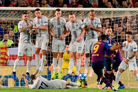 Đây! Phương án ngăn chặn cú sút phạt chìm của Suarez hình ảnh