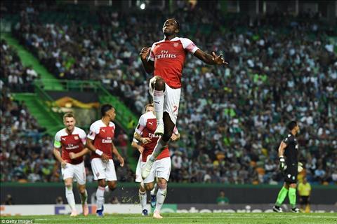 Arsenal dang thi dau an tuong