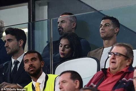 Phai ngoi tren khan dai, Ronaldo da phai chung kien ...