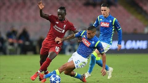 Hang cong Liverpool choi that vong truoc Napoli