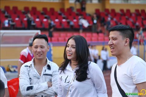 Trung ve Bui Tien Dung va ban gai gan day moi cong khai tinh cam sau nhieu don doan.