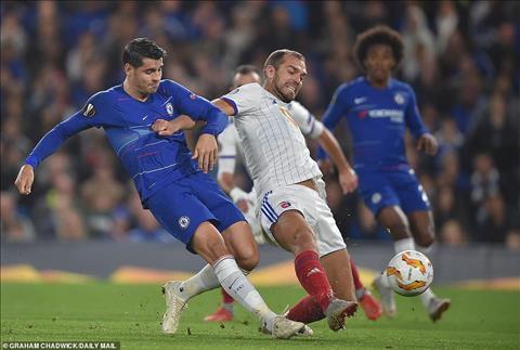 Alvaro Morata choi van chua thuc su tot trong ngay Chelsea thang Vidi FC.