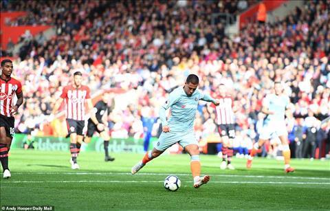Hazard toa sang truoc Southampton