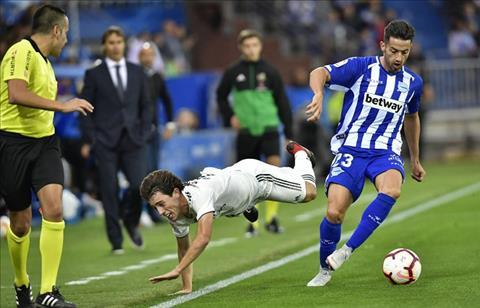 Sergio Ramos bảo vệ HLV Lopetegui trận Real Madrid vs Alaves hình ảnh