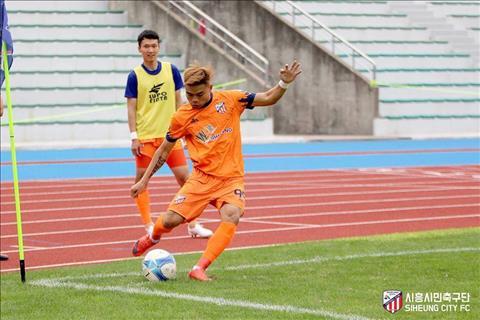 Tiền đạo Nguyễn Hữu Khôi tỏa sáng giúp đội bóng Hàn Quốc lên hạng hình ảnh