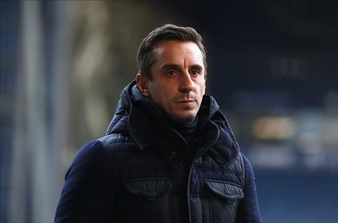 Gary Neville noi ve Chelsea va Arsenal trong cuoc dua vo dich Premier League.