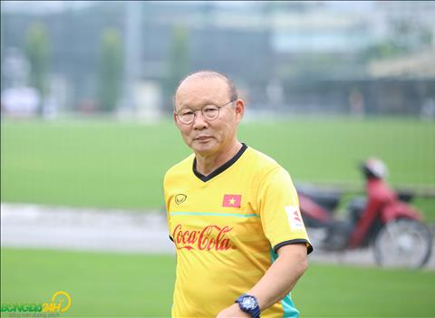 HLV Park Hang Seo trong buoi tap cua DT Viet Nam chieu 11/11 tiep tuc gay nhieu chu y.