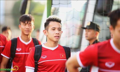 Hong Duy va Phan Van Duc khong con phai mac ao gio de ep can trong buoi tap cua DT Viet Nam chieu 14/11.
