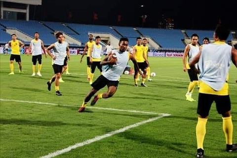Các cầu thủ Malaysia tập bóng bầu dục để đói đầu Việt Nam hình ảnh