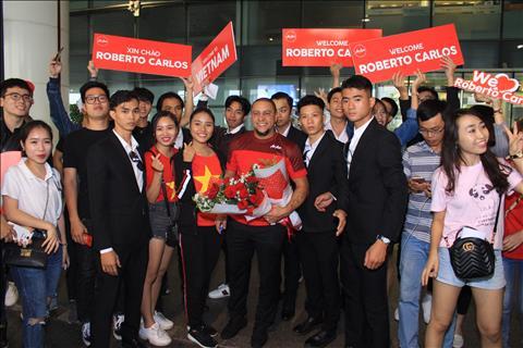 Huyền thoại Roberto Carlos đến Việt Nam trước trận gặp Malaysia hình ảnh