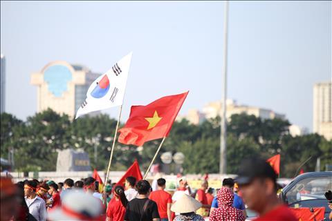 TRỰC TIẾP TỪ MỸ ĐÌNH CĐV Việt Nam dồn dập đổ về sân hình ảnh 2