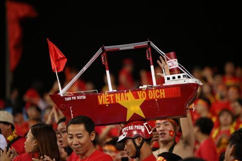 CĐV Việt Nam cuồng nhiệt, đốt cháy các khán đài sân Mỹ Đình hình ảnh 2