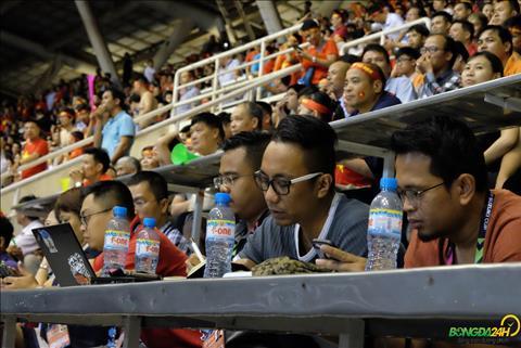 Phong vien Malaysia that vong sau tran dau