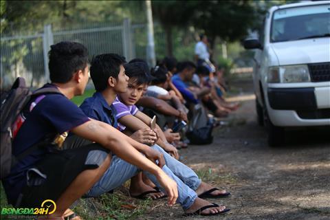 Hang dai NHM xep hang mua ve tran dau giua Myanmar vs Viet Nam dien ra vao ngay 20/11.