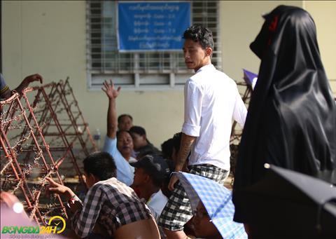 NHM Myanmar xep hang mua ve kha trat tu.
