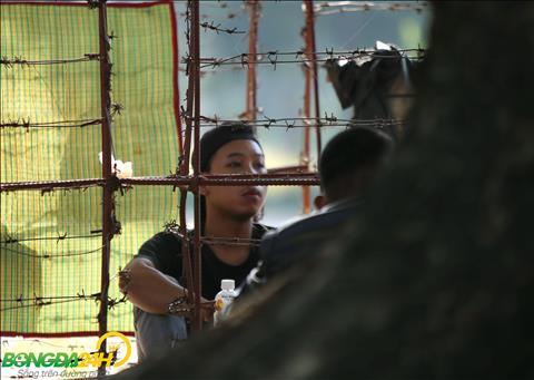 Du cho doi kha vat va nhung cac CDV van giu vi tri de co the so huu mot tam ve vao san theo doi tran dau giua Myanmar vs Viet Nam.