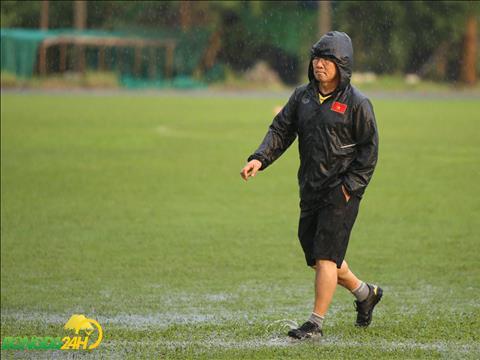 HLV Park Hang Seo sau do danh gia mat san tam on nhung can phai doi troi tanh han moi co the quyet dinh tiep.