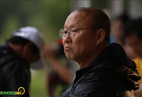 Du tro ly Lee Young-jin danh gia san co the tap luyen nhung thay Park van dan do.