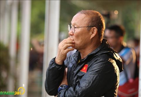 Viec tap luyen duoi dieu kien san tron co the dan toi chan thuong cho cac cau thu.