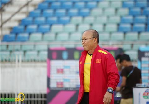 HLV Park Hang Seo cầu nguyện trong buổi tập cuối trận Myanmar hình ảnh