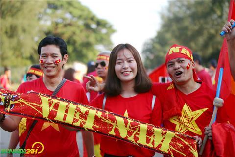 Nhung CDV Viet Nam toi san Thunwunna gay an tuong voi ve dep gian di.