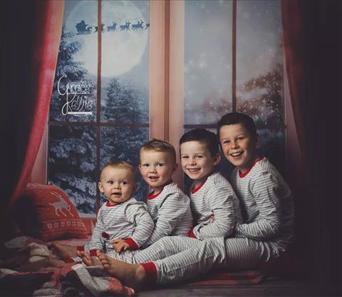 Vợ chồng tiền đạo Rooney đưa 4 con trai về quê chụp ảnh hình ảnh