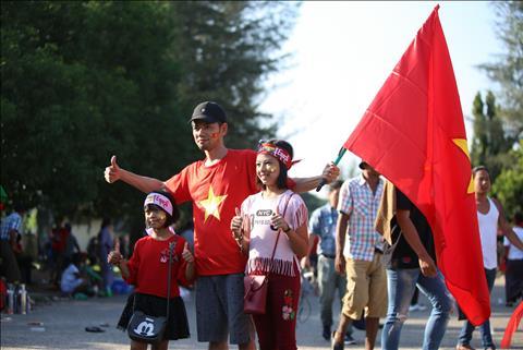 Trực tiếp CĐV Việt Nam tại Myanmar trước trận đấu AFF Cup 2018 hình ảnh