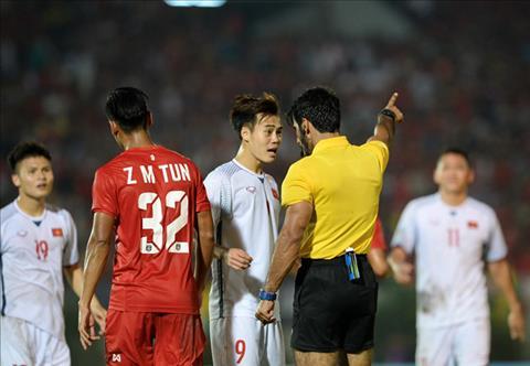 Quyet dinh cua to trong tai khien tuyen Viet Nam chua the gianh ve vao ban ket AFF Cup 2018
