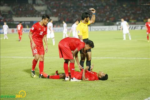 Ve cuoi tran, cac cau thu Myanmar duoi suc dan toi viec lien tuc phai nam san vi chuot rut.