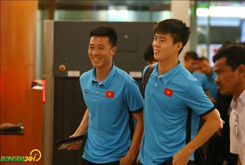 ĐT Việt Nam ra sân bay về nước chuẩn bị cho trận gặp Campuchia hình ảnh