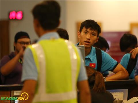 Doan Van Hau da phai nhan mot the vang tai giai dau nam nay.