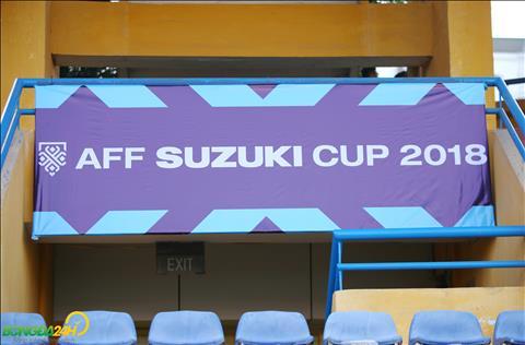 Bieu tuong AFF Cup 2018 da duoc gan len cac cua len khan dai.