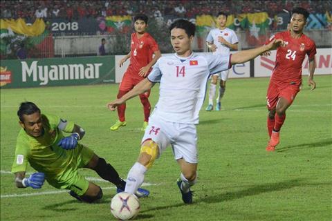 Công Phượng làm nền cho thủ môn Myanmar ở lượt trận 4 hình ảnh