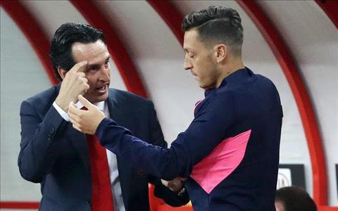 Huyền thoại khen ngợi HLV Emery loại bỏ tiền vệ Ozil ở Arsenal hình ảnh