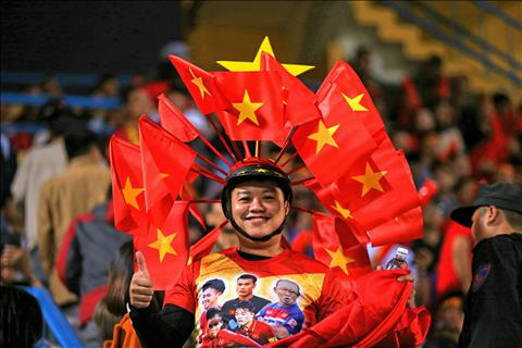 CĐV Việt Nam đốt nóng các khán đài sân Hàng Đẫy hình ảnh 3