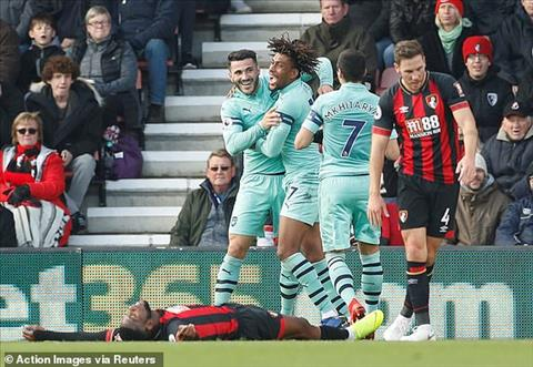 Arsenal gianh chien thang 2-1 truoc Bournemouth