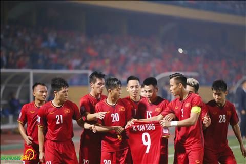 Sau ban thang cua Tien Linh, DT Viet Nam da tri an Van Toan - cau thu dinh chan thuong co kha nang bo lo phan con lai cua AFF Cup 2018.