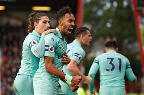 Aubameyang an dinh ty so 2-1 cho Arsenal