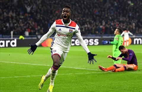 Cornet rat co duyen ghi ban o Champions League. Anh ghi ba ban du chi da chinh hai lan. Anh: Reuters.